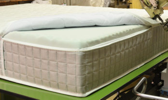 dettaglio produzione briflex fabbrica artigiana materassi gussago brescia